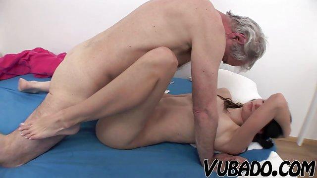 Cheerlaeader video de sexo en pedo viejo de mierda delgado sexy mamá lamiendo hijas coño